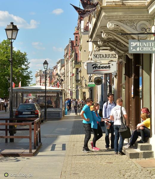 http://s19.flog.pl/media/foto_middle/11053219_kilka-szotow-z-torunskich-uliczek-grzegorz-orzechowski.jpg