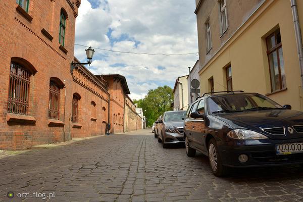 http://s19.flog.pl/media/foto_middle/11056511_-kilka-szotow-z-torunskiej-starowki-grzegorz-orzechowski-.jpg
