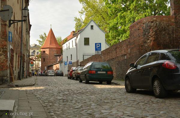 http://s19.flog.pl/media/foto_middle/11059281_kilka-szotow-z-torunskiej-starowki-grzegorz-orzechowski-.jpg