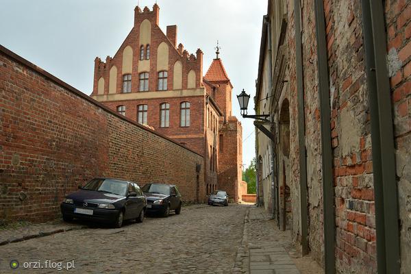 http://s19.flog.pl/media/foto_middle/11059283_kilka-szotow-z-torunskiej-starowki-grzegorz-orzechowski-.jpg