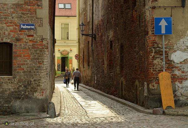 http://s19.flog.pl/media/foto_middle/11062101_-kilka-szotow-z-torunskiej-starowki-grzegorz-orzechowski.jpg