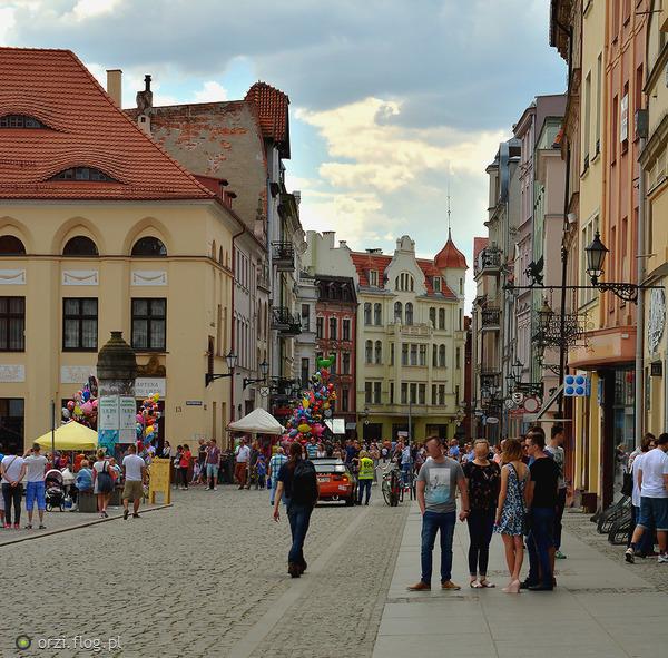 http://s19.flog.pl/media/foto_middle/11062108_-kilka-szotow-z-torunskiej-starowki-grzegorz-orzechowski.jpg