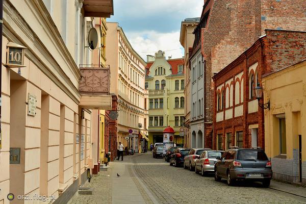 http://s19.flog.pl/media/foto_middle/11065228_kilka-szotow-z-torunskiej-starowki-grzegorz-orzechowski-.jpg