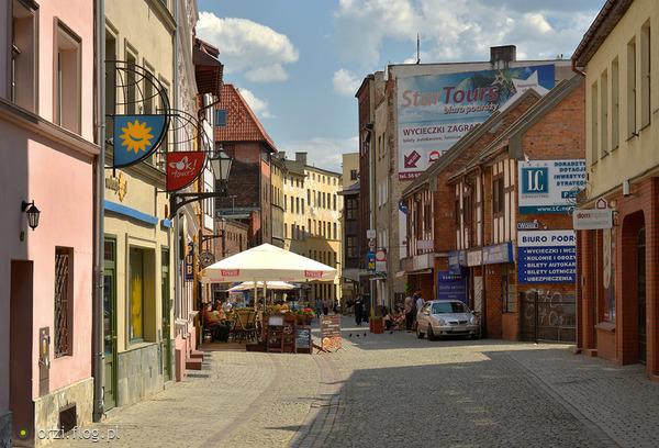 http://s19.flog.pl/media/foto_middle/11067405_kilka-szotow-z-torunskiej-starowki-grzegorz-orzechowski-.jpg
