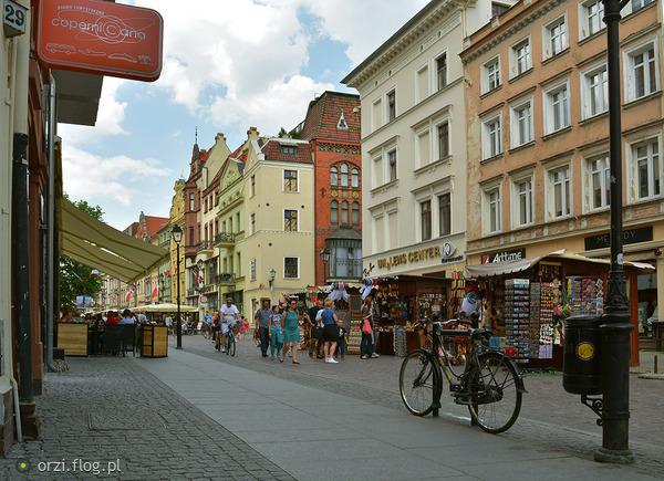 http://s19.flog.pl/media/foto_middle/11067422_kilka-szotow-z-torunskiej-starowki-grzegorz-orzechowski-.jpg